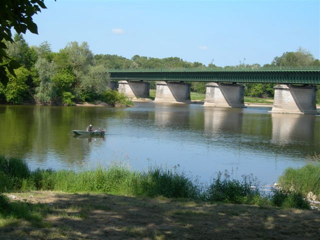 canal-bridge-at-briarefrance.JPG