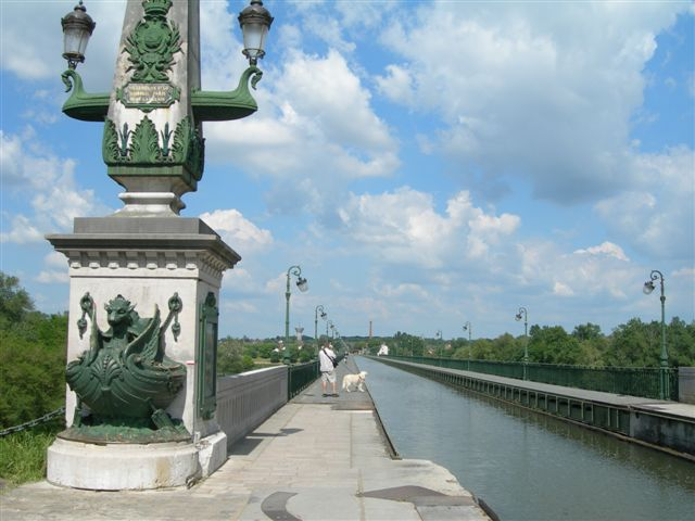 the-briare-canalfrance.JPG