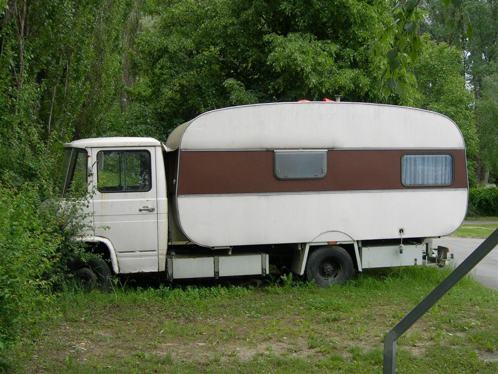 the-original-motor-caravan-or-notseen-near-vienna.JPG